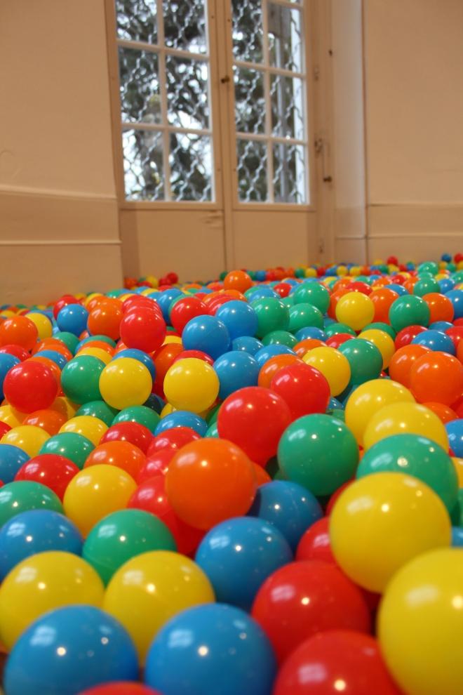 Charlie Stein Balls Museum Villa Rot Helle Kindheit Dunkle Kindheit